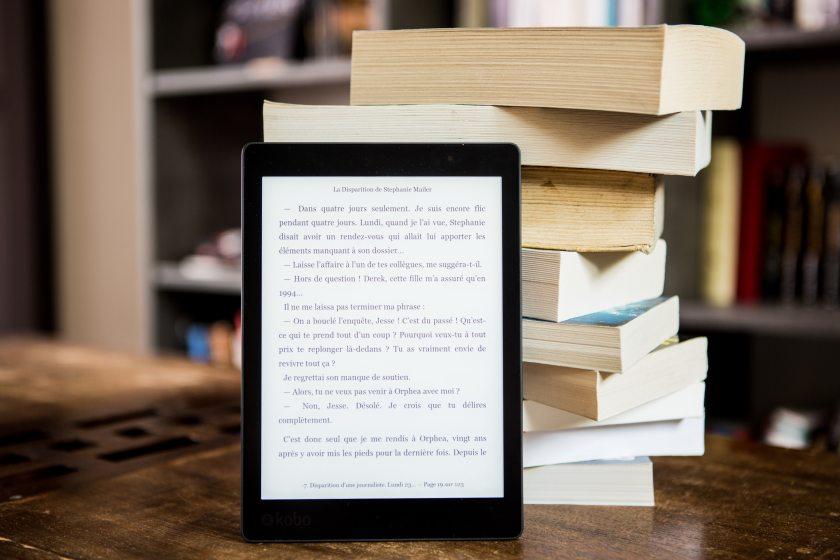 book-bindings-bookcase-books-1329571 (1)